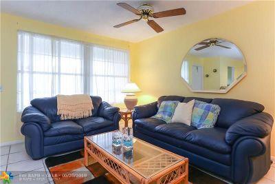Boynton Beach Condo/Townhouse For Sale: 600 Snug Harbor Dr #A17