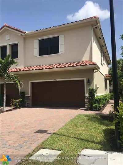 Tamarac Condo/Townhouse For Sale: 5931 NW 56th Pl #5931