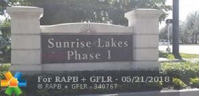 Sunrise Condo/Townhouse For Sale: 8000 Sunrise Lakes Dr #212
