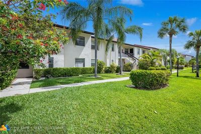 Boca Raton Condo/Townhouse For Sale: 7920 Eastlake Dr #19-H