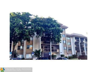 Plantation Condo/Townhouse For Sale: 711 N Pine Island Rd #407