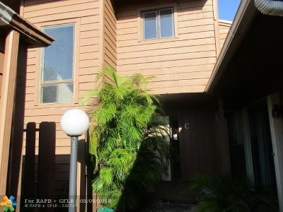 Broward County Condo/Townhouse For Sale: 6187 Laurel Ln #C