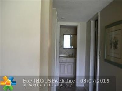Pompano Beach FL Condo/Townhouse For Sale: $115,900
