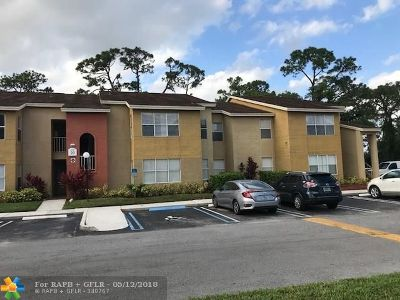 West Palm Beach Condo/Townhouse For Sale: 1401 Village Blvd #2122