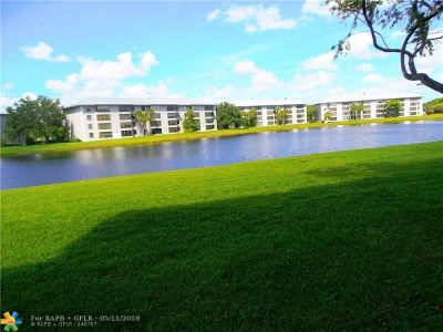 Davie Condo/Townhouse For Sale: 9440 Poinciana Pl #111