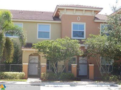 Boynton Beach Condo/Townhouse For Sale: 338 Lake Monterey Cir #338