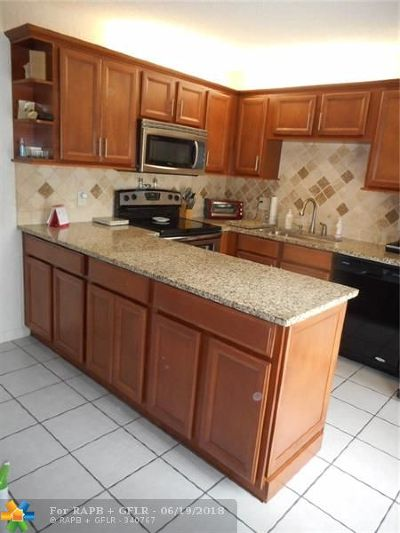 Deerfield Beach Condo/Townhouse For Sale: 2420 SW 15th St