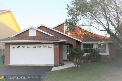 Miami Single Family Home For Sale: 19141 NW 77 Ct