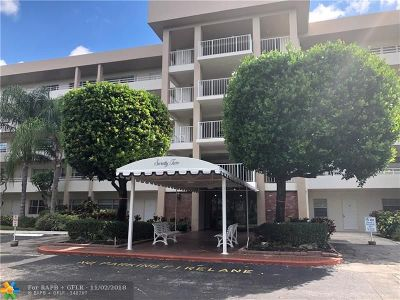 Pompano Beach Condo/Townhouse For Sale: 3850 Oaks Clubhouse Dr #407