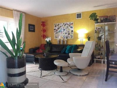 Fort Lauderdale Condo/Townhouse For Sale: 1000 SE 4th St #227