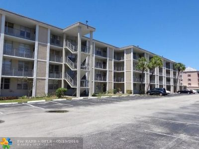 Lauderdale Lakes Condo/Townhouse For Sale: 2999 E 48th Ave #249