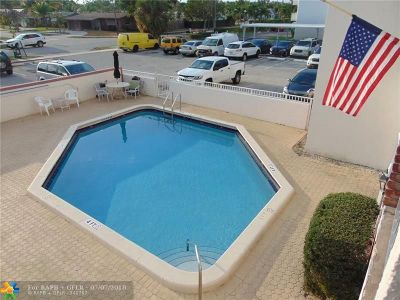 Deerfield Beach Condo/Townhouse For Sale: 1100 SE 4th Ave #2