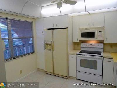 Coconut Creek Condo/Townhouse For Sale: 4401 Martinique Ct #B4
