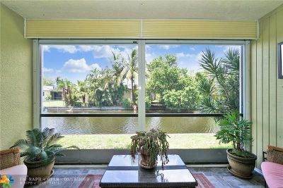 Oakland Park Condo/Townhouse For Sale: 111 Royal Park Dr #1G