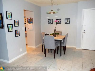 Wilton Manors Condo/Townhouse For Sale: 300 NE 19th Ct #118N