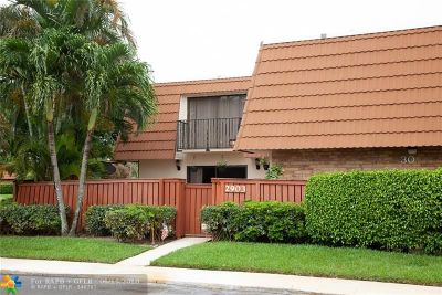 Deerfield Beach Condo/Townhouse For Sale: 2903 Waterford Dr #2903