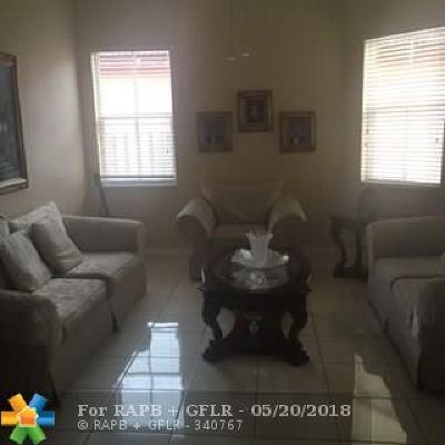 Miami Single Family Home For Sale: 18146 NW 89th Ct