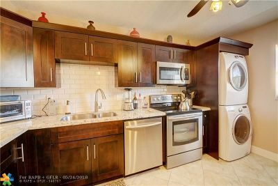 Coral Springs Condo/Townhouse For Sale: 2850 Forest Hills Blvd #203