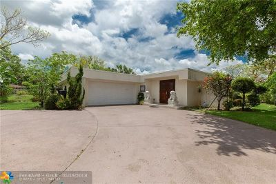 Tamarac Single Family Home For Sale: 4901 Umbrella Tree Ln