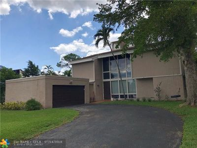 Tamarac Single Family Home For Sale: 8033 Buttonwood Cir