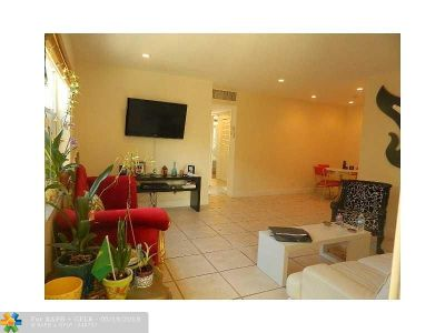 Fort Lauderdale Condo/Townhouse For Sale: 6200 NE 22nd Way #103