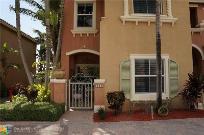 Pembroke Pines Condo/Townhouse For Sale: 904 SW 143rd Ter #201