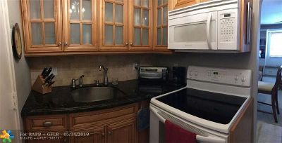 Fort Lauderdale Condo/Townhouse For Sale: 1801 NE 62nd St #130