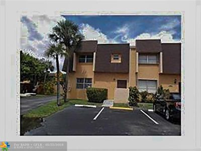Lauderhill Condo/Townhouse For Sale: 5667 Blueberry Ct #163