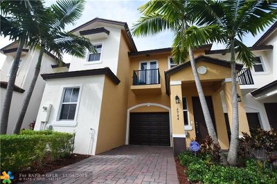 Coconut Creek Condo/Townhouse For Sale: 6944 Long Pine Cir #.