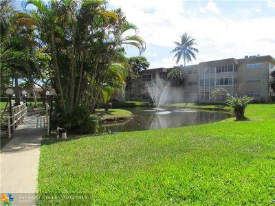 Lauderdale Lakes Condo/Townhouse For Sale: 5001 W Oakland Park Blvd #105