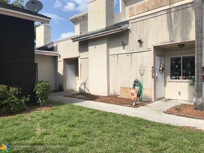 Coral Springs Condo/Townhouse For Sale: 4083 Coral Springs Dr #3