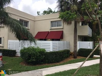 Plantation Condo/Townhouse For Sale: 575 NW 98th Ave #575