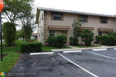 Sunrise Condo/Townhouse For Sale: 8201 Fairway Rd #8201