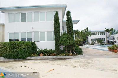 Miami Beach Condo/Townhouse For Sale: 4710 Pine Tree Dr #40
