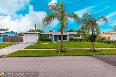 Deerfield Beach Single Family Home For Sale: 1111 SE 15th St