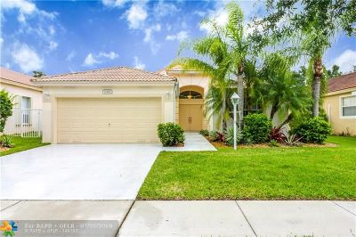 Pembroke Pines Single Family Home For Sale: 1361 NW 144th Ave