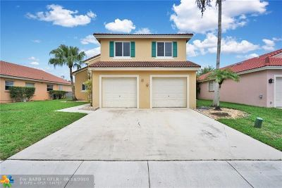 Pembroke Pines Single Family Home For Sale: 815 NW 165th Ave