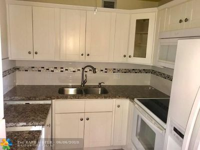 Pembroke Pines Condo/Townhouse For Sale: 301 SW 135th Ave #114 C