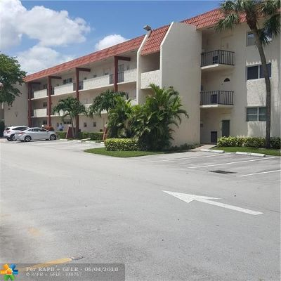 Pembroke Pines Condo/Townhouse For Sale: 811 S Hollybrook Dr #106