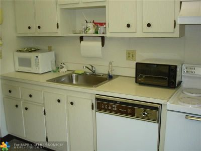 Margate Condo/Townhouse For Sale: 7360 NW 1st St #205