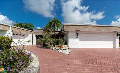 Tamarac Single Family Home For Sale: 5715 Coco Palm Dr