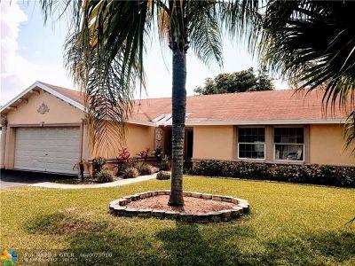 Boca Raton Single Family Home For Sale: 19521 Montana Ln