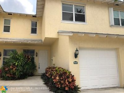 Deerfield Beach Condo/Townhouse For Sale: 832 SE 4th Ct #832