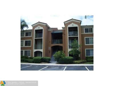 Coral Springs Condo/Townhouse For Sale: 4840 N State Road 7 #6-105