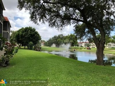 Pembroke Pines Condo/Townhouse For Sale: 8930 S Hollybrook Blvd #204