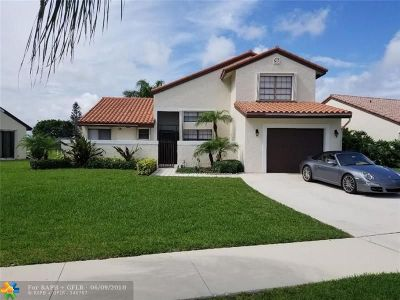 Deerfield Beach Single Family Home For Sale: 9 Capitol Ct