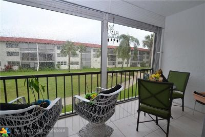Pembroke Pines Condo/Townhouse For Sale: 400 S Hollybrook Dr #204