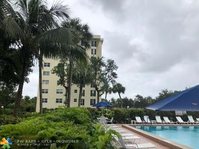 Pompano Beach Condo/Townhouse For Sale: 3250 N Palm Aire Dr #910