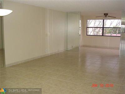 Sunrise Condo/Townhouse For Sale: 10451 Sunrise Lakes Blvd #405