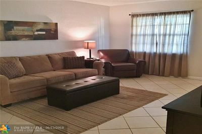 Wilton Manors Condo/Townhouse For Sale: 2660 NE 8th Av #212